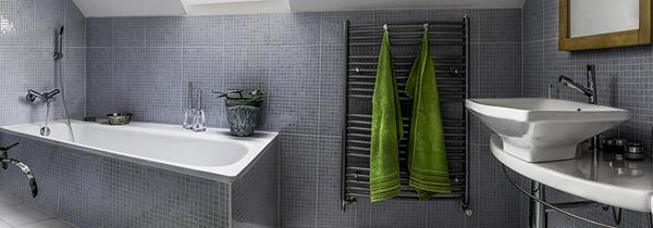Badkamerverlichting Badkamer verwarming Kleine badkamer renovatie ...